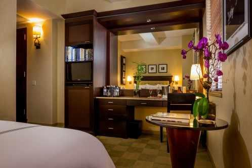 Rooms ending in -005 are Deluxe Rooms with One King Bed and can be combined with our Junior Suites to make a Family Suite. Please contact us for more information about our Family Suites.