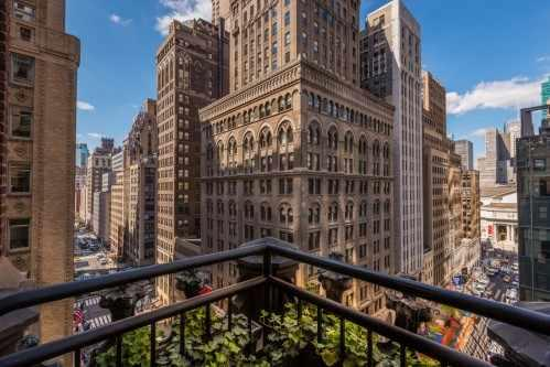 The Love Room (1106) offers unobstructed views of Madison Avenue and the New York Public Library.