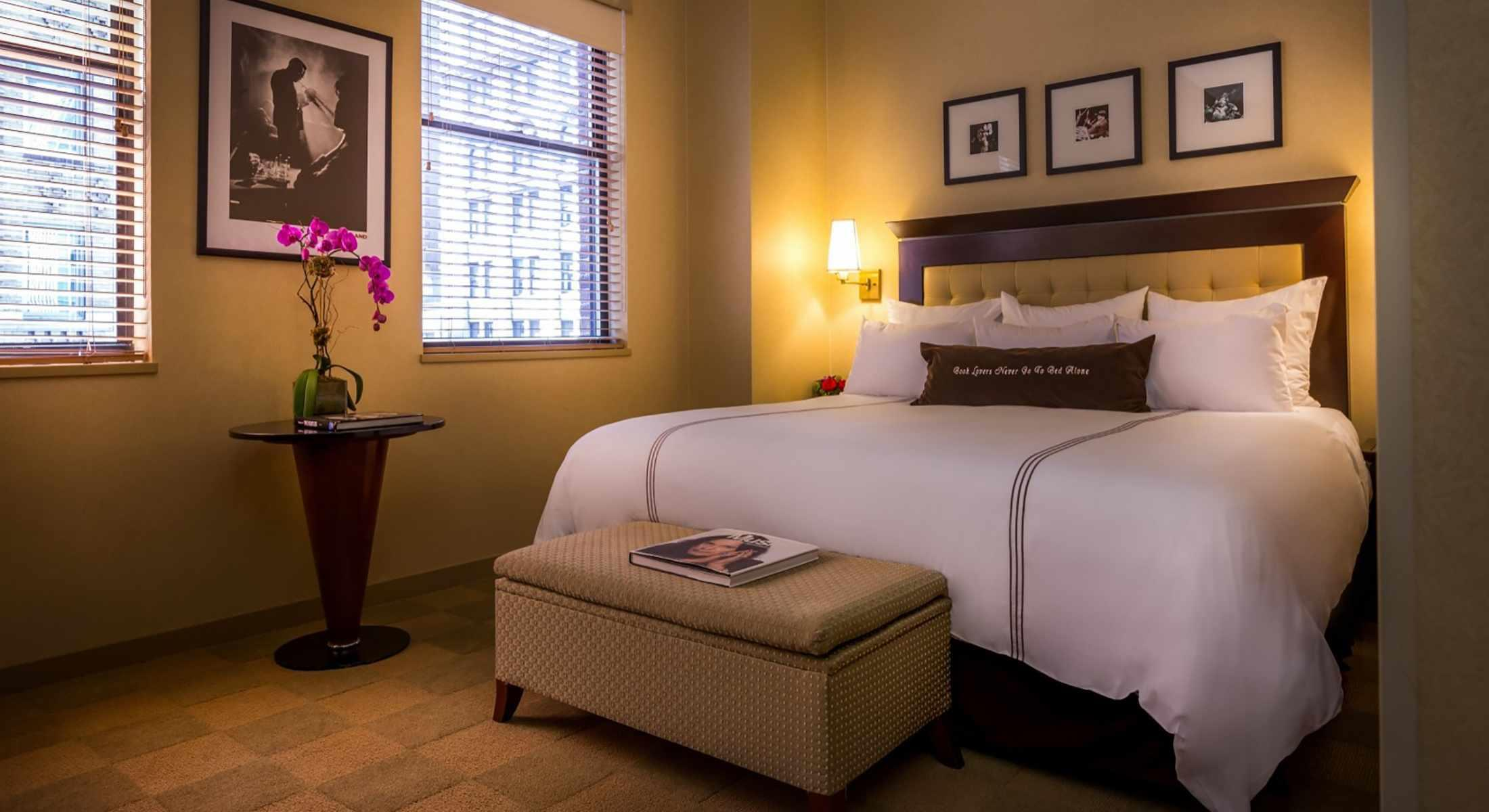 Deluxe Rooms with One King Bed offer a comfortable King Bed with views of both Madison Avenue and 41st Street.
